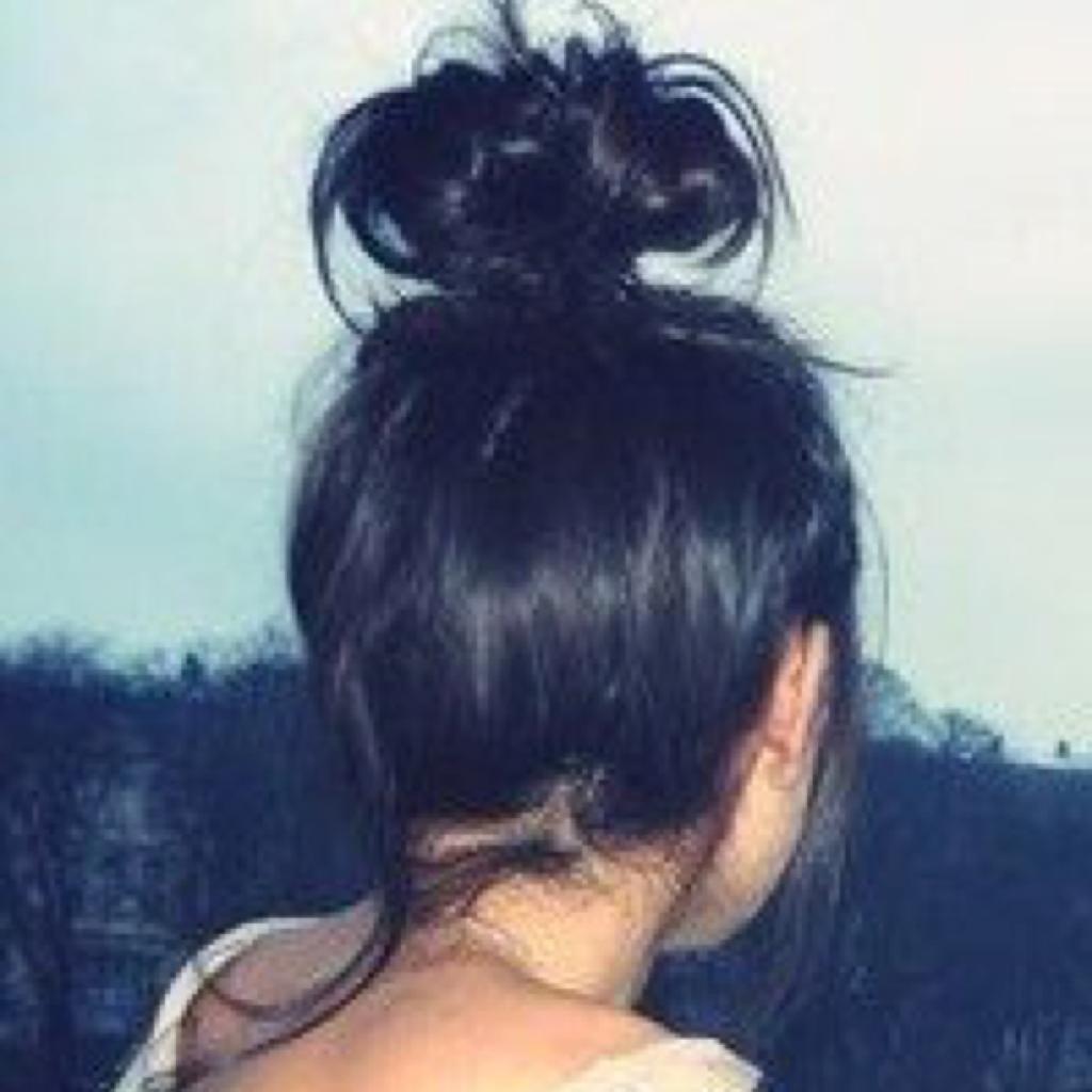 Брюнетки фото со спины средние волосы на аву